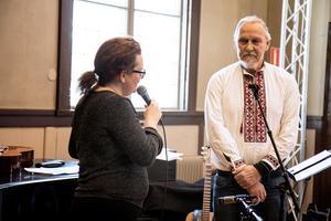 Under firandet delades ett stipendium ut till Bertil Olsson av Sara Dahlin som är styrelseordförande. Bertil har varit en stor del av folkhögskolan genom tiderna. Stipendiet instiftades med anledning av 10-årsjubileumet.