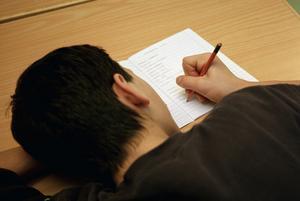 Socialtjänsten och Socialtjänstlagen måste rikta ett strålkastarljus på barnens skolsituation. Foto: TT