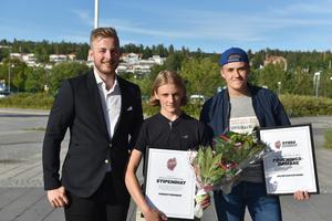 Fabian Forsman (mitten) fick årets Markus Olsson stipendiat. Prisutdelare var tidigare Modomålvakten Linus Ullmark. Jacob Gustafsson blev Årets domare.