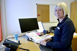 Barnklinikens länsklinikchef Anne Thelander berättar att kliniken även har fått förmånen att ha flera sjuksköterskor som har fått AST, det vill säga akademisk specialisttjänstgöring för sjuksköterskor. Där är specialistutbildningen en del av anställningen, genom att man studerar på halvtid och jobbar på halvtid.