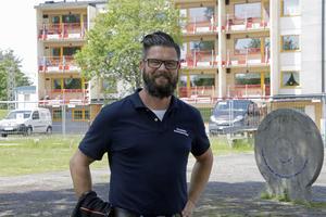 Facket har varit till stor hjälp med att få ordning på rot-projektet i Regnbågen, men Patrik Moberg anser att Kenneth Svärd är orättvis när han ifrågasätter arbetet. Svärd menar dock att bygget har lidit hela tiden av att inte ha en erfaren platschef på plats.