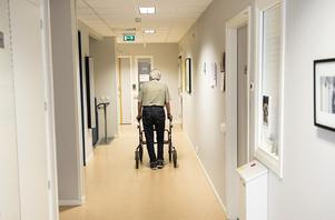 En vårdare på ett boende tappade humöret och slog en brukare. Personen på bilden har ingenting med artikeln att göra.