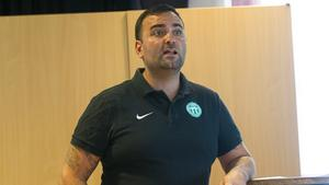 Ordförande i VSK Fotboll Andreas Dayan presenterade bland annat den reviderade budgeten på extra mötet. Sportsligt mest intressant var summan som lagts undan för värvningar i sommar.