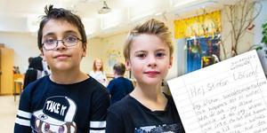 Axel och Isak valde att skriva ett brev till statsminister Stefan Löfven – och blev mycket glada när de fick svar.