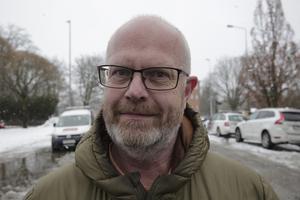 """""""Vi har 13 man som beredda att rycka ut med maskiner och för att halkbekämpa med grus och salt"""", säger tillförordnade gatuchefen Lars Åhlenius."""