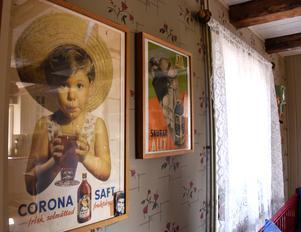 Handelsbodens affischer pryder köket i dag.