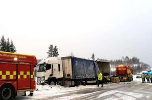 EU-trailern som orsakade den tragiska dödsolyckan på E4 söder om Härnösand  fick sladd och vek sig över vägen