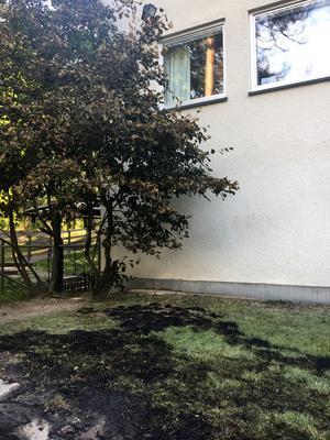 Det brann i gräset ända fram till förskolebyggnaden.