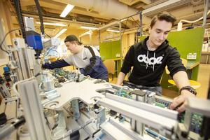Felix Otzheino och Rasmus Persson, båda artonåringar från Valbo, ser ut att få en ljus framtid på jobbfronten. De går Polhemsskolans el- och energiprogram med inriktning på automation.