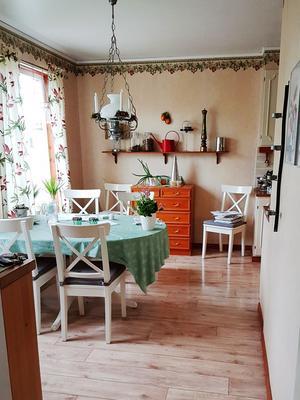 Före: Det gamla köket. Här ligger nu den nya entrén i anslutning till köket.
