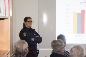 Ida Zetterlund, områdespolis Örnsköldsvik föreläser om droger.
