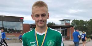 Lucas Sterling var ensam bland killarna att bidra till medalj skörden. Och som han gjorde det, ett guld och tre silver blev det.