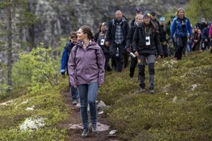 Kronprinsessa Victoria vandrar i Fulufjällets nationalpark.