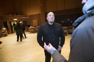 Mattias Söderlund, förvaltare på Gavlegårdarna, gladdes åt att så många hyresgäster kom till mötet på onsdagskvällen.