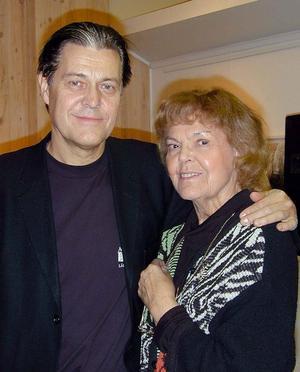 Ett foto från 2004 på Eva Engdahl tillsammans med gitarristen Georg