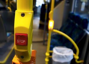 Det är inte rimligt att begränsa skolungdomarnas resor med kollektivtrafiken till två resor per dag, skriver debattören. Foto: TT