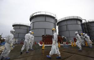 Olyckan i Fukushima beräknas kosta i storleksordningen 600-700 miljarder dollar. Det finns ingen täckning för dessa summor i försäkringar, skriver Mats Wedberg. Foto: Tomohiro Ohsumi, TT.