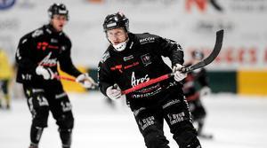 Niklas Eriksson har en säsong bakom sig i elitserien med Tillberga. Den gångna säsongen vann han poäng- och skytteligan i division 1.