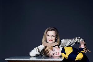 Marie Richardson och Uno Elger spelar häxa och barn i