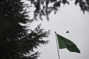 Saudiarabiens flagga vajar över konsulatet i Istanbul. Foto: Petros Giannakouris/AP Photo/TT