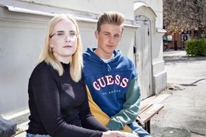 Vasastudenterna Nora Lith Ozarowsky och Johannes Blom är inte nöjda över att deras efterlängtade studentkväll på flaket krockar med Vårruset.