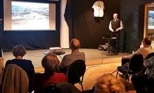 Bertil Olofsson höll en föreläsning på restaurang Old Oak. Foto: Lars Sundeqvist.