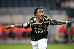 Kennedy Igboananike jublar efter ett mål mot Helsingborg i sista omgången 2013. Men trots 14 mål i AIK-tröjan den säsongen blev han i sista sparken snuvad på allsvenska skytteligasegern.