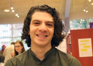 Yasan  Borhan har skrivit novellsamlingen Svärdlik.
