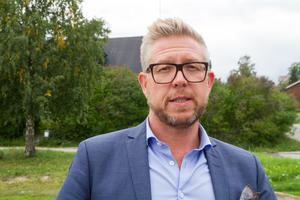Nordanstig ska köpa in tjänsten att få bort övergivna bilar från kommunal mark förklarar Hans-Åke Oxelhöjd.