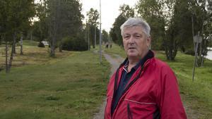 Mats Moberg vid lördagens vandringsetapp som går längs kusten i Söråker och Tynderö.