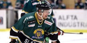 Efter ett, eller snarare två, sabbatsår, är Erik Källänge tillbaka i Alftatröjan. Den tidigare poängspelaren svarade för en assist i comebacken.