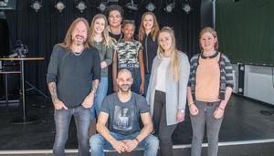 Joacim Cans, Minna Häggberg, Petra Kvännå, Viktoria Gustafsson, Izabelle Olsson, Linnéa Eklund och Olivia Morin. Fritidsledare Sabri Liljeblad längst ner.