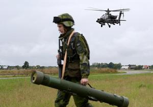 Svenskt luftförsvar övade för första gången mot attackhelikoptrar under 2017. Detta skedde under militärövning Aurora 17. Amerikanska attackhelikoptrar av typen AH-64 simulerade fiende. Foto: Anders Wiklund/ / TT