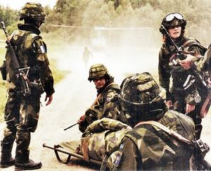 Instruktörer var Swedints personal samt befäl och poliser med erfarenhet från utlandstjänst. Bild från BA 11 bok Det var vår tid.