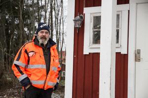 Med tanke på de tidigare inbrotten som har skett hos EMT, Erikssons mark och trädgård, i Karlbo så valde Stig Eriksson att sätta upp en kamera i Korskrogens bastu.
