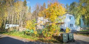 Tvisten kring flerfamiljshus på en villatomt i Östertäljes gamla villakvarter fortsätter, trots att domstol meddelat att bygglovet är ogiltigt. Nu har kommunen beviljat ett nytt bygglov för tvåbostadshus