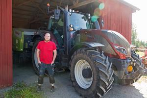 Johan Magnusson tycker man ska tona ner att det är en bra skörd i år och istället lyfta fram  att det kommer ta ett par år för lantbrukare att återhämta sig från fjolåret.