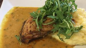Välkryddad kyckling med currykokoschilisås.Foto: Lunchkollen