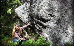 Annika Söderlinds arbete med hällbilder är en del av Peter Persson stora dokumentation av de arkeologiska undersökningarna i länet under drygt 300 år.