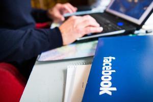Varför Telia tycker det är viktigare att Facebook når publiken än att svenska medier gör det är för oss en gåta, skriver ett tjugotal mediechefer.