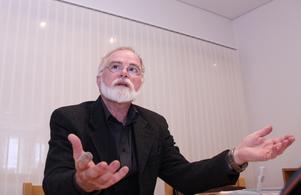 Förre kyrkoherden Olof Lönneborg tycker att kritiken är orättvis.
