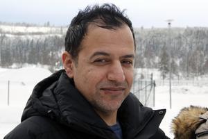 Mahmut Aydin vet inte hur många gånger han under de två åren han ringde eller skrev till Migrationsverket för att få ett besked.