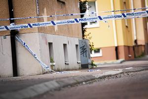 Skottlossning Brahegatan/ Tessingatan 29 juli 2017 – polisens avspärrningsband runt området där skottlossningen skedde. Arkivbild.