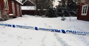 Bilden är tagen dagen efter dådet. Polisen spärrade av stora områden kring huset där brotten ägde rum.