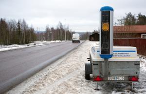 Släpvagnen med den mobila vagnen har under några dagar stått intill gamla leksandsvägen, länsväg 293, nära Korsgården i Falun.