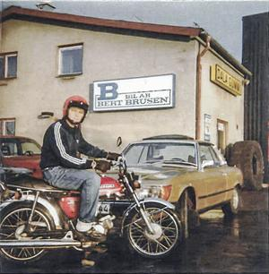 Eva Brusén minns när bilen användes av hennes far som hade bilfirma i Falun. Foto: Privat