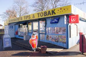 10 000 kronor i böter är spiken i kistan för kiosken i Norrsundet, menar Raymond Eriksson.