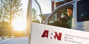 Emil och Moa Ekenberg köpte en bil som visade sig vara tragig. Nu har de anmält ärendet till ARN. Bilden är ett montage.