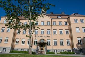 Det ska utredas om det är möjligt att flytta Arnljotsskolans elever till Östbergsskolan.