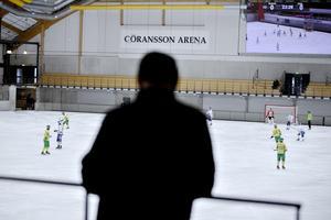 I Göransson Arena pågår för 11 året bandyfesten World Cup.
